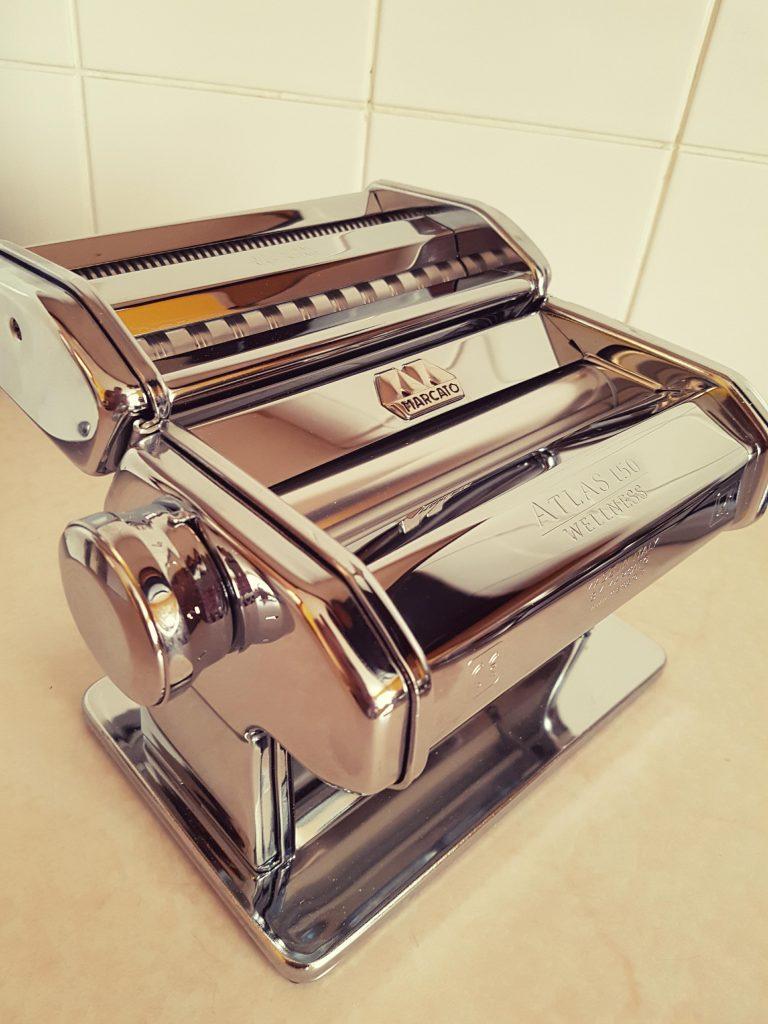 maszynka do makaronu - przepis na domowy makaron z semoliny seweryn